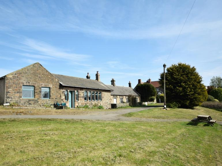 Cottage in enviable village location with sea views