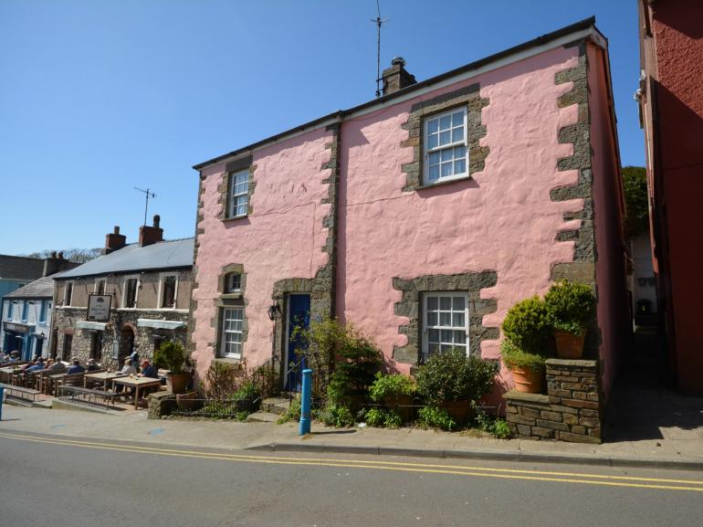 Detached period home in the heart of coastal village and just 100m from the sandy beach