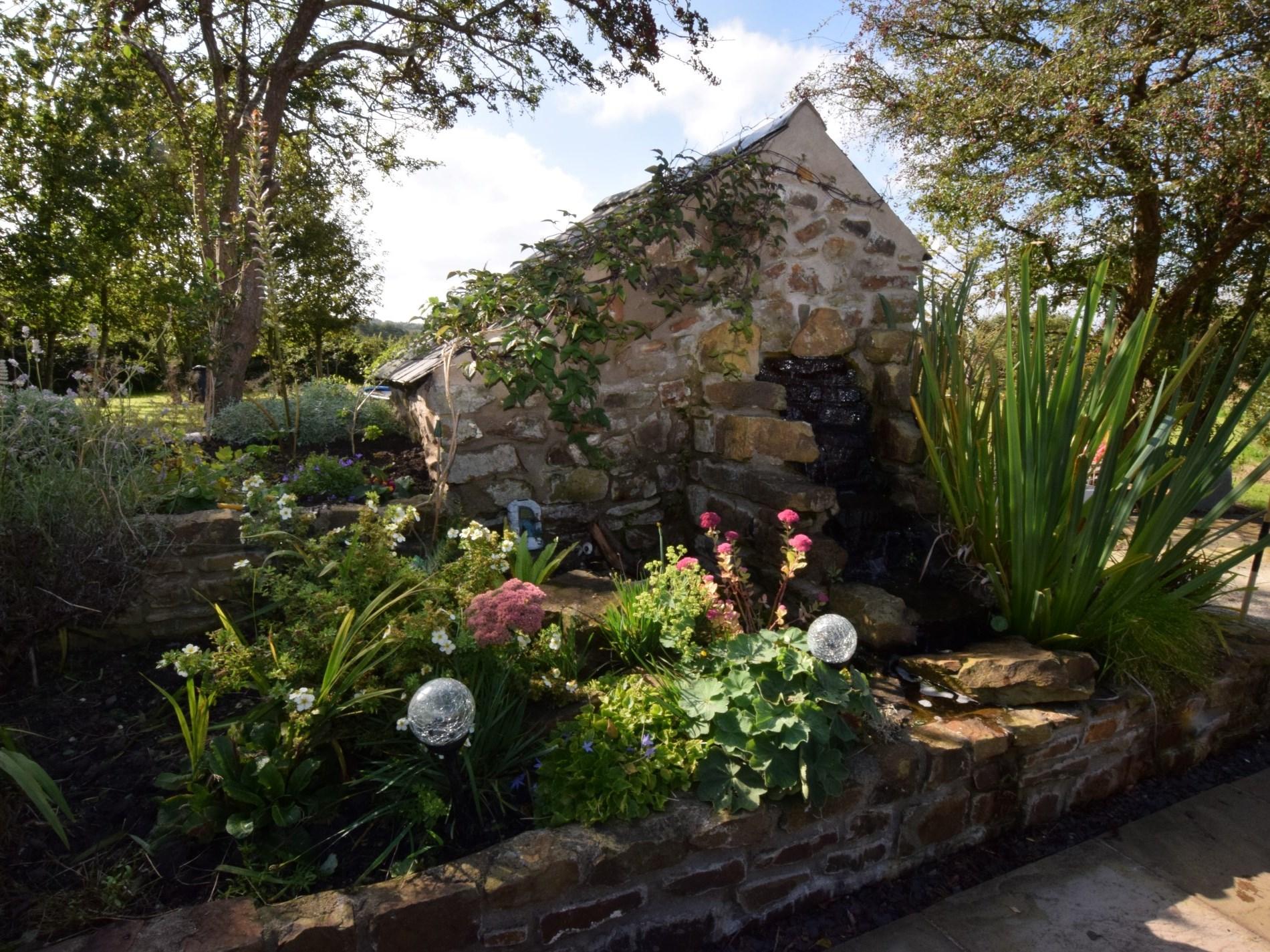 1 Bedroom Cottage in Kilgetty, Mid Wales