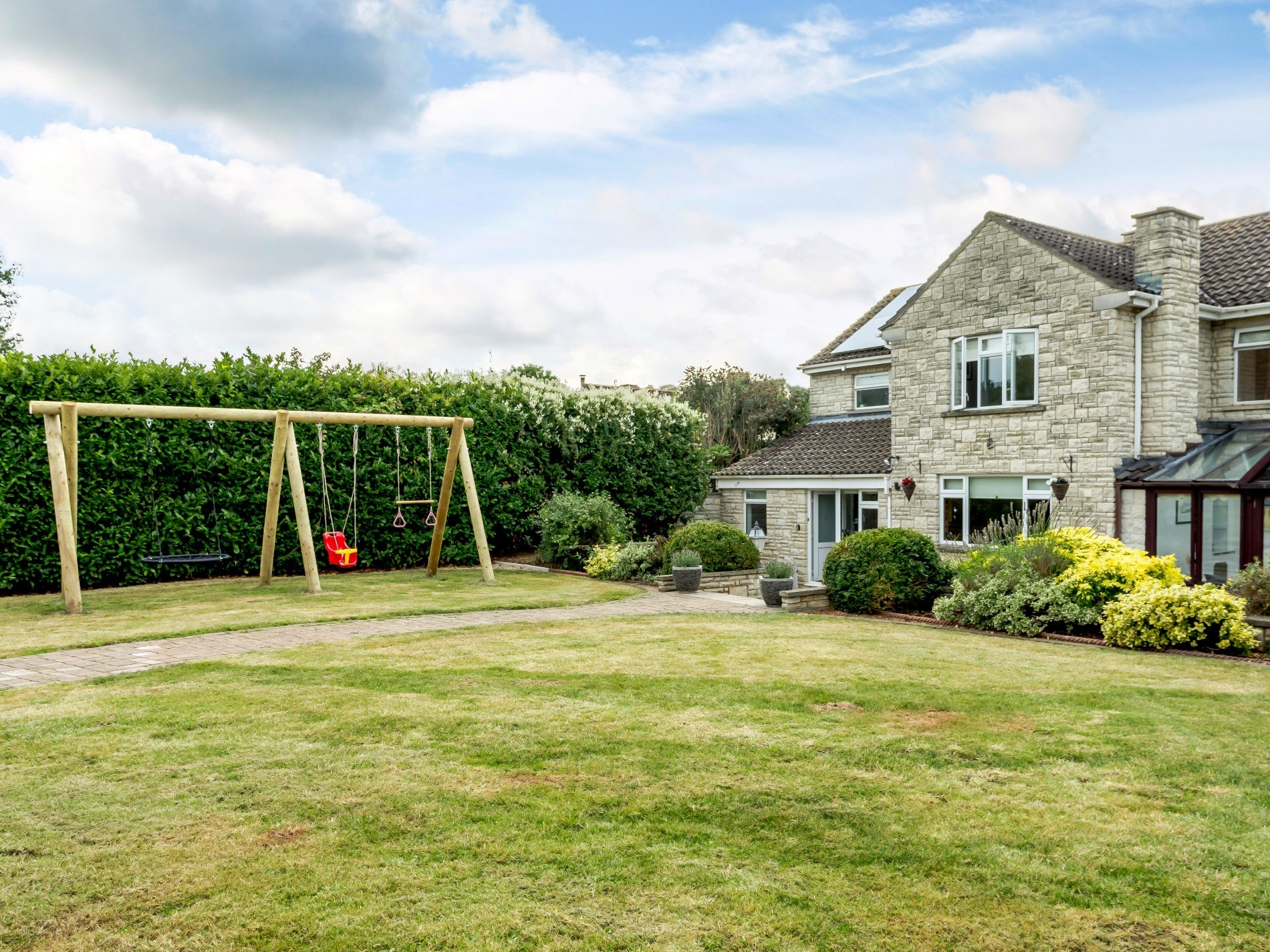 4 Bedroom Cottage in Somerton, Dorset and Somerset