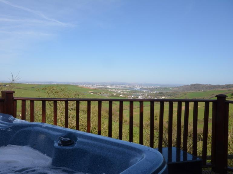 Relax in the hot tub whilst enjoying the views