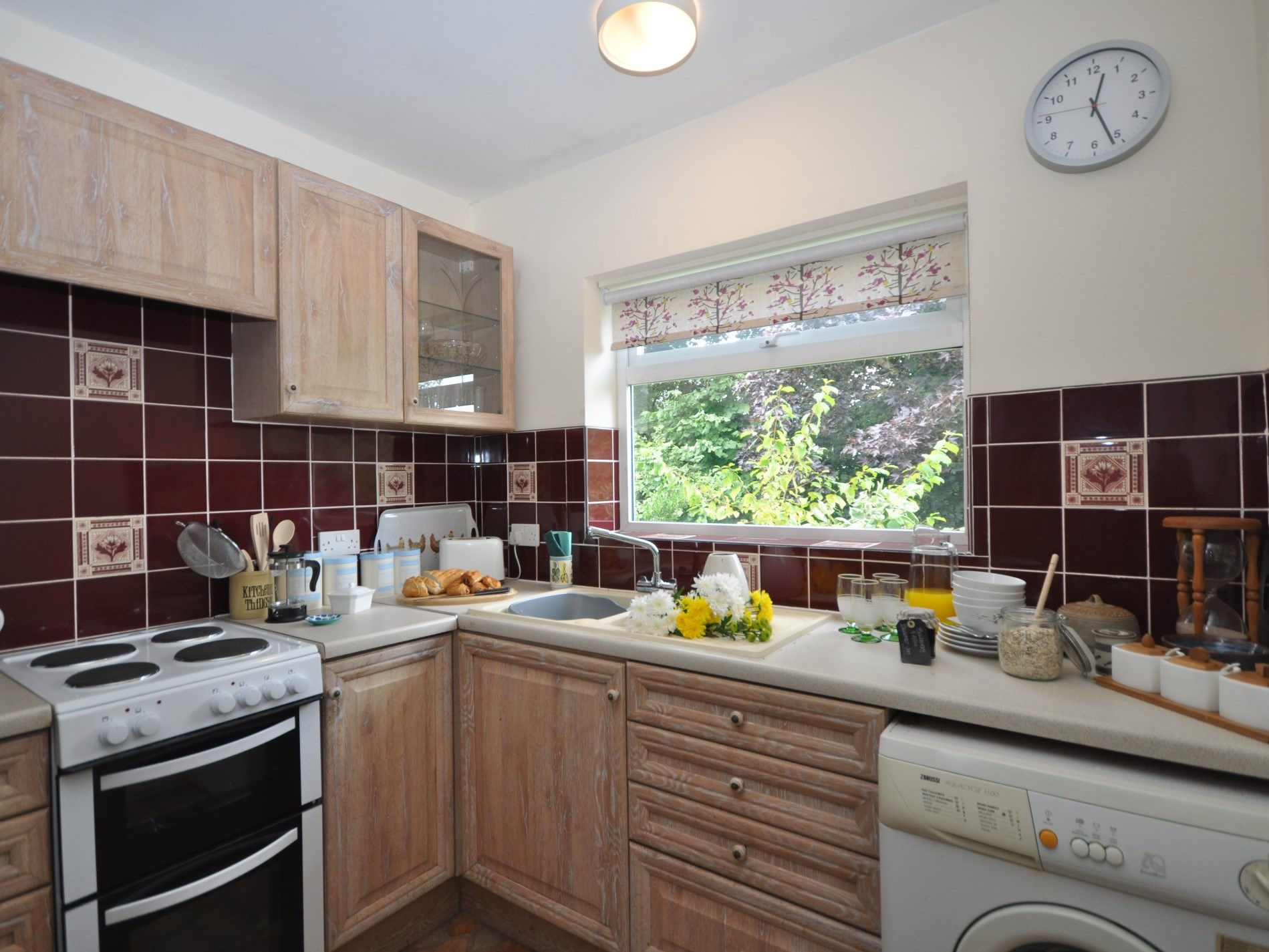 Enjoy preparing a simple supper in this well-equipped kitchen