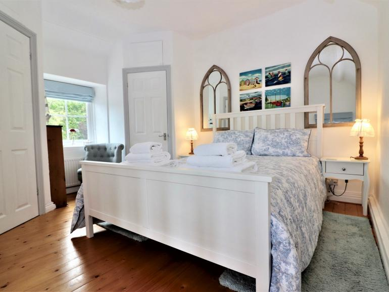King-size-bedroom with beautiful finishing touches