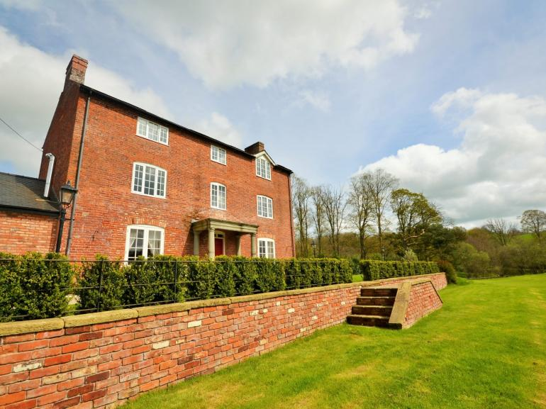 Luxury country house, perfect for celebrations with family or friends