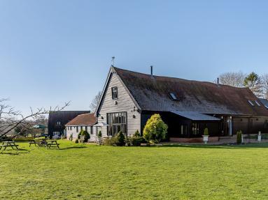 The Holiday Barn (60844)