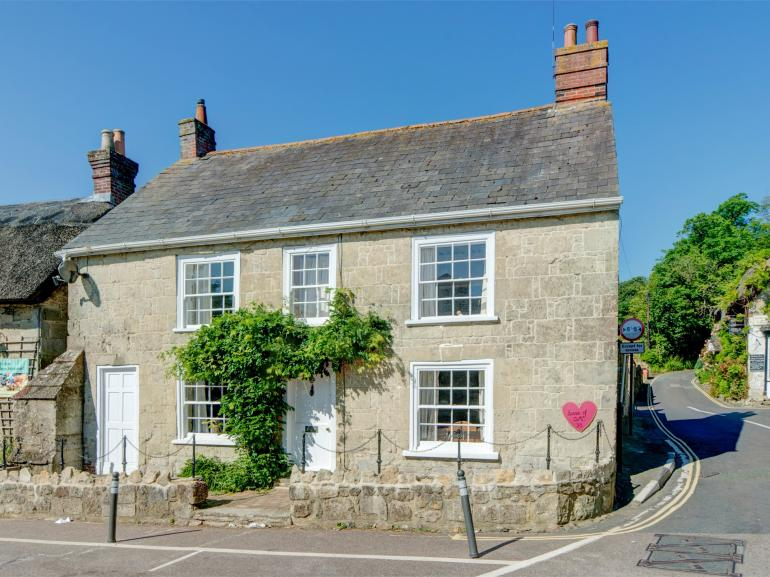 This cottage is located in the heart of the picturesque village of Godshill