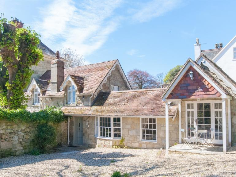 Located in the heart of Bonchurch within a short walk of the coastal path