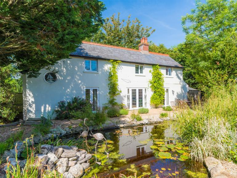 Delightful cottage with a heart-shaped wildlife pond