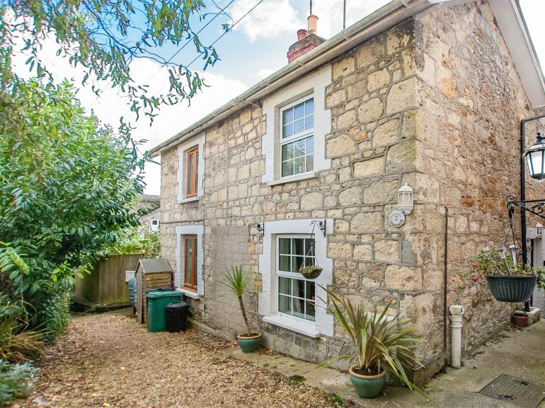 This cottage is positioned just steps away from Shanklin's Old Village