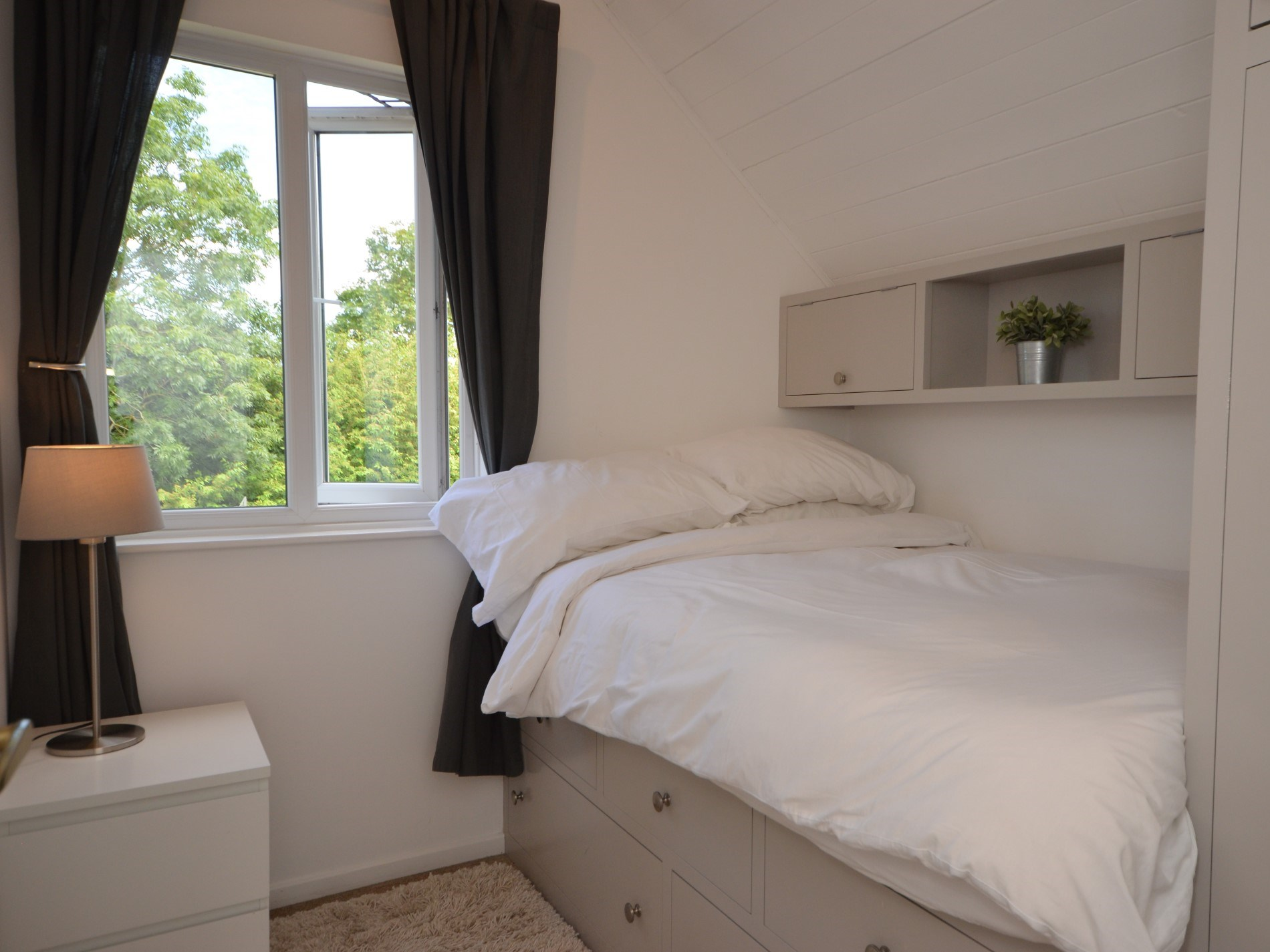 4 foot double bedroom with plenty of storage