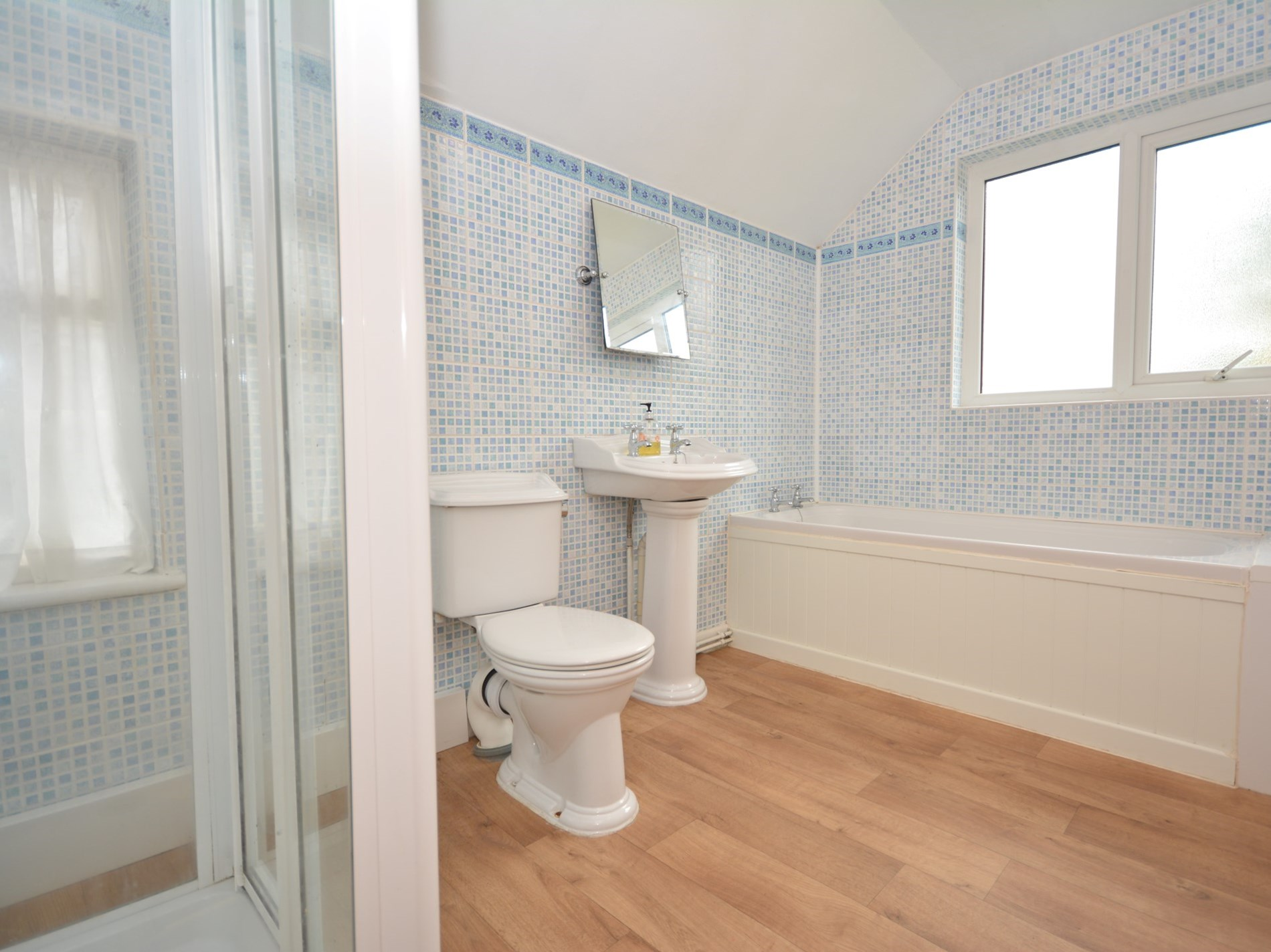 2 Bedroom Cottage in Swansea, Pembrokeshire and the South