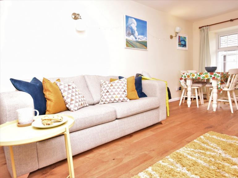 Light modern living room/diner