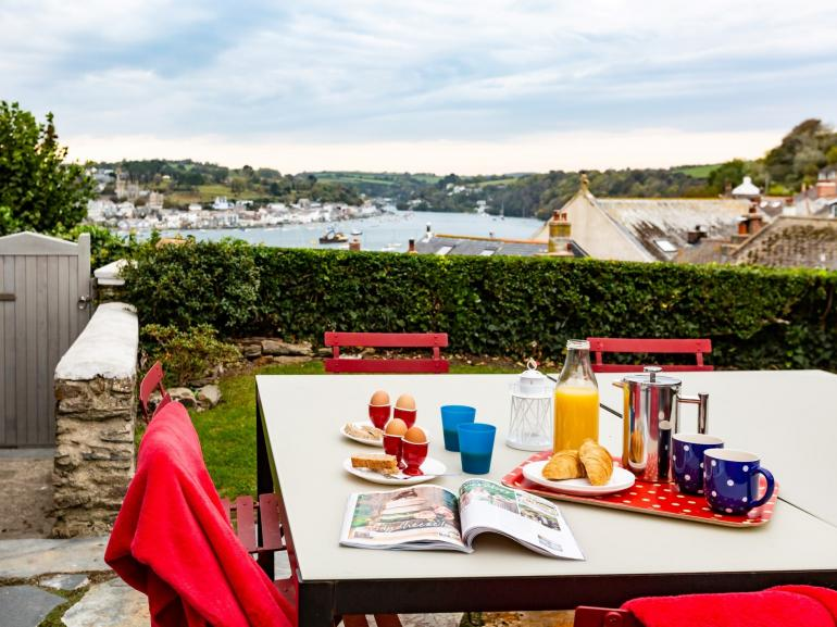 Enjoy alfresco dining overlooking the River Fowey