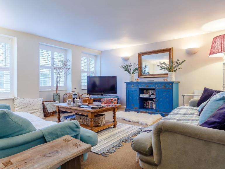 Light bright cosy sitting room