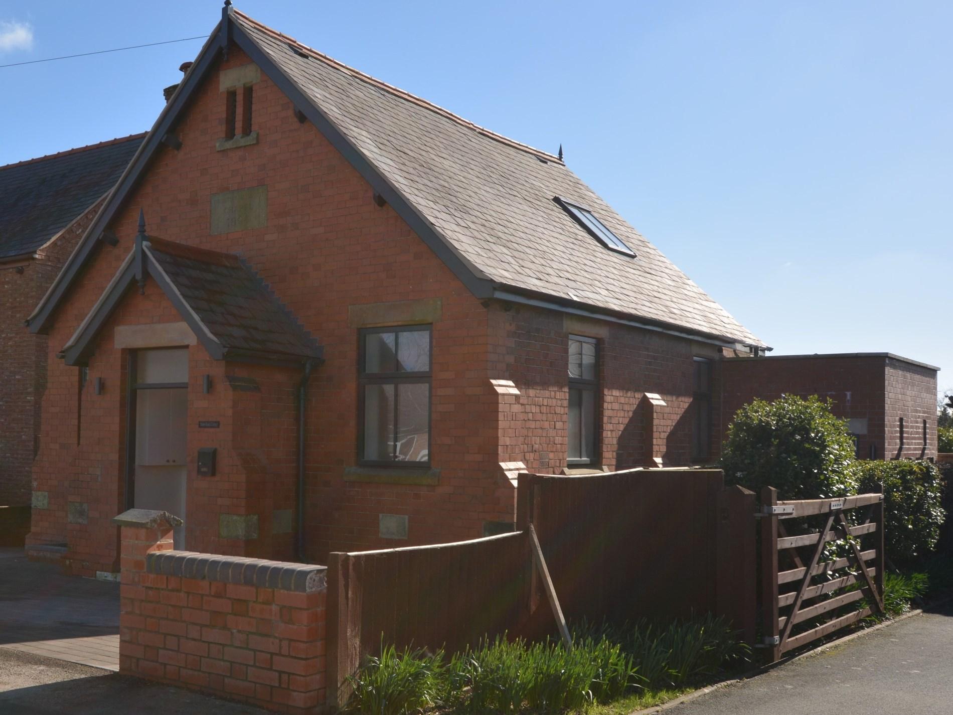 2 Bedroom Cottage in Ellesmere, Heart of England