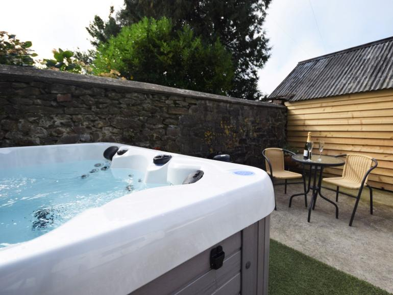 Hot tub in the enclosed garden