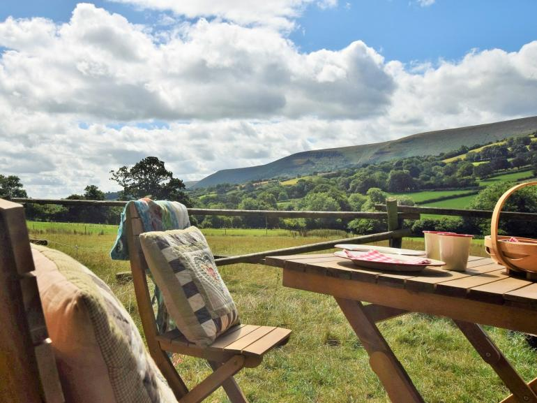 Quirky shepherds hut situated in an idyllic rural location