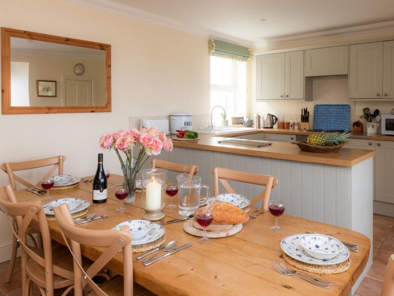 Sociable kitchen / dining room