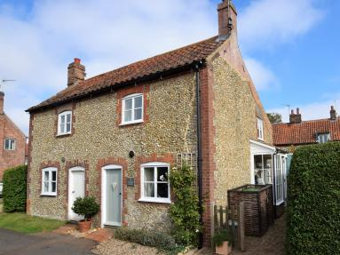 Woodlark Cottage (KT197)