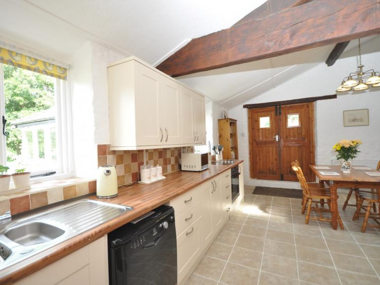 A light and spacious kitchen/diner that's perfect for a family holiday