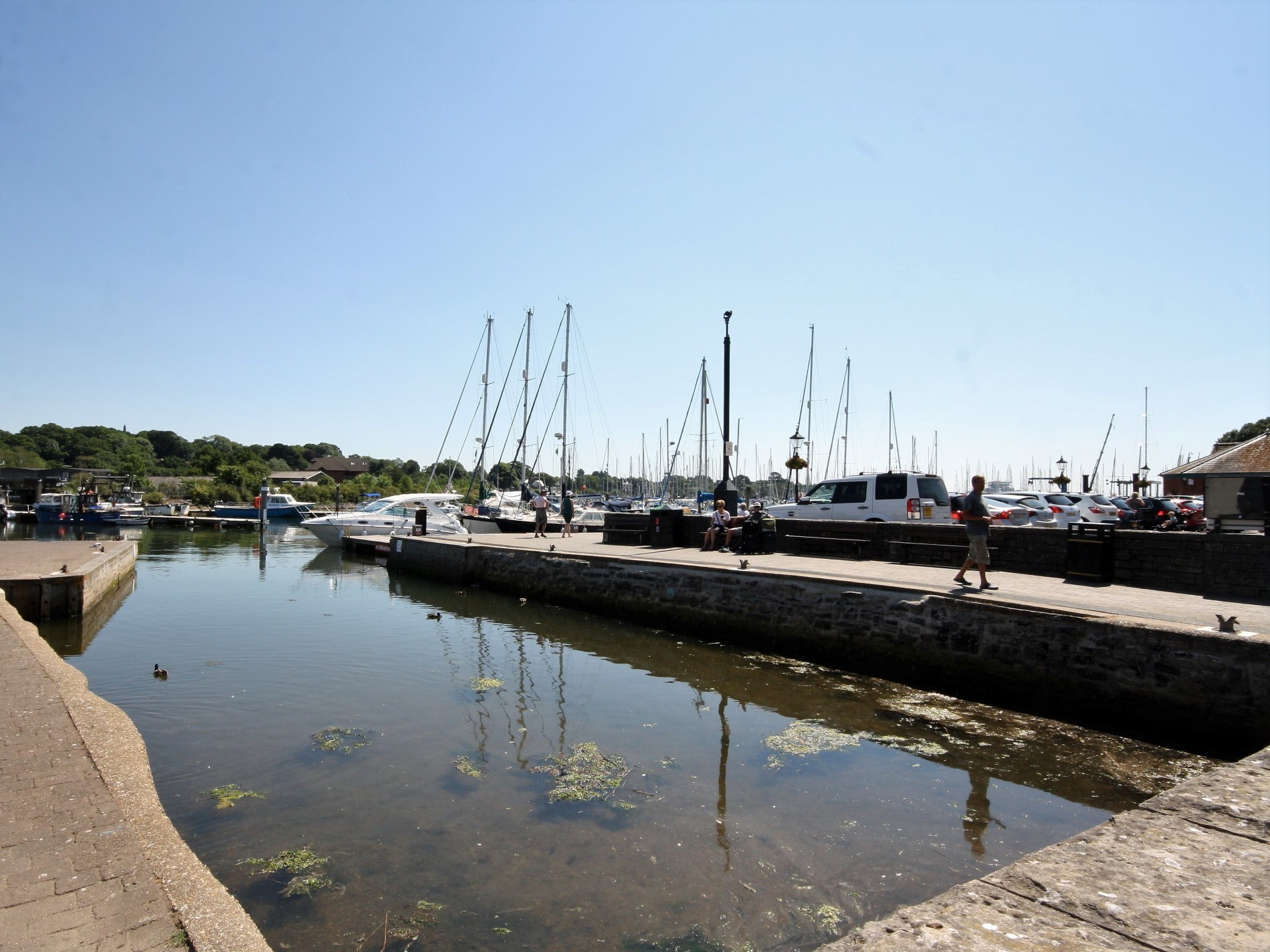 The property is located directly on the quay