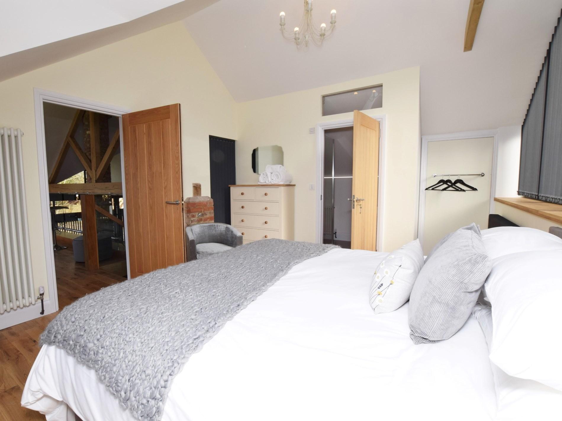 Super-king-size bedroom via snug