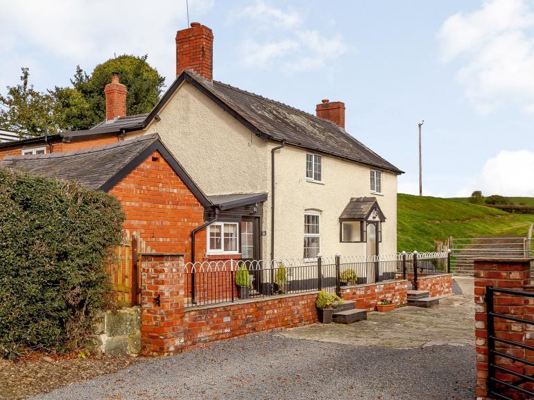 Attractive farmhouse in idyllic setting