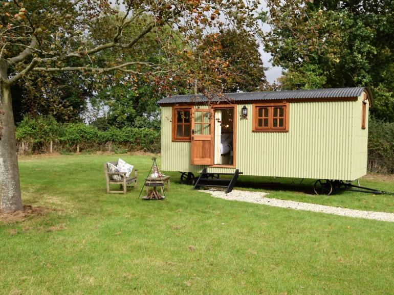 Beautifully presented shepherds hut in secluded rural location