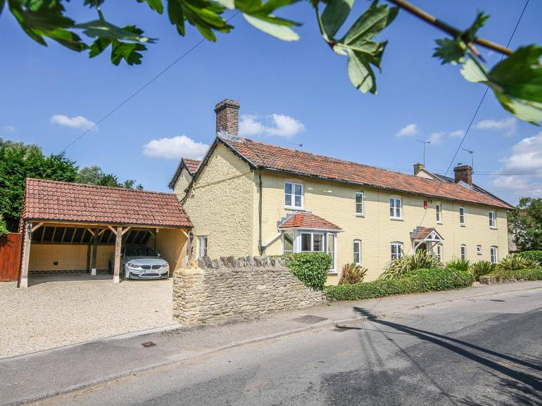 A stunning detached cottage within the South Cotswolds