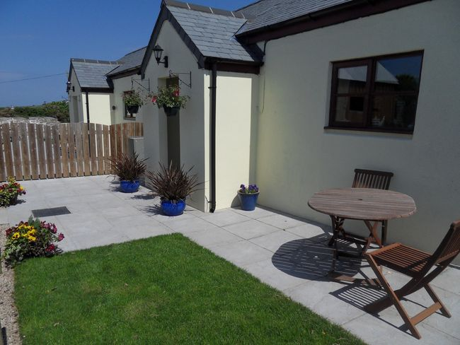 Delightful holiday home with enclosed private garden and seating