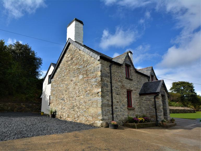 Period stone farmhouse with all your creature comforts
