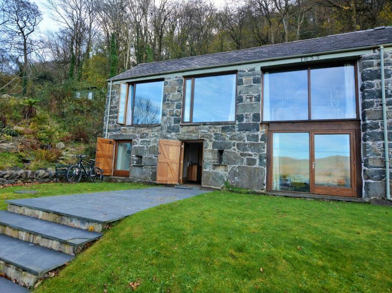 Contemporary barn in Snowdonia