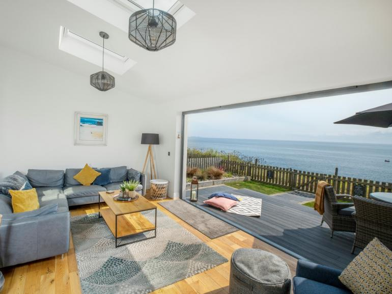 Open up the lounge to enjoy the sea views!