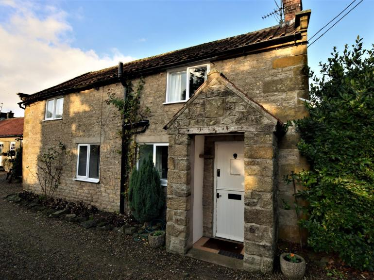 Gorgeous stone cottage close to the village green