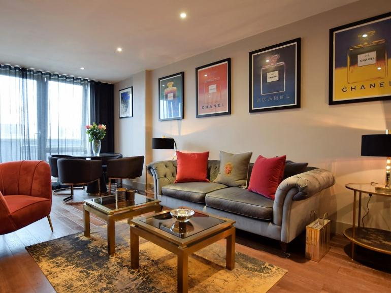 A sophisticated centrally-located apartment