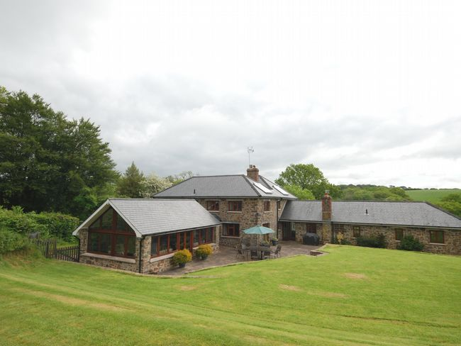 Stay in this beautiful secluded farm house, perfect for family gatherings