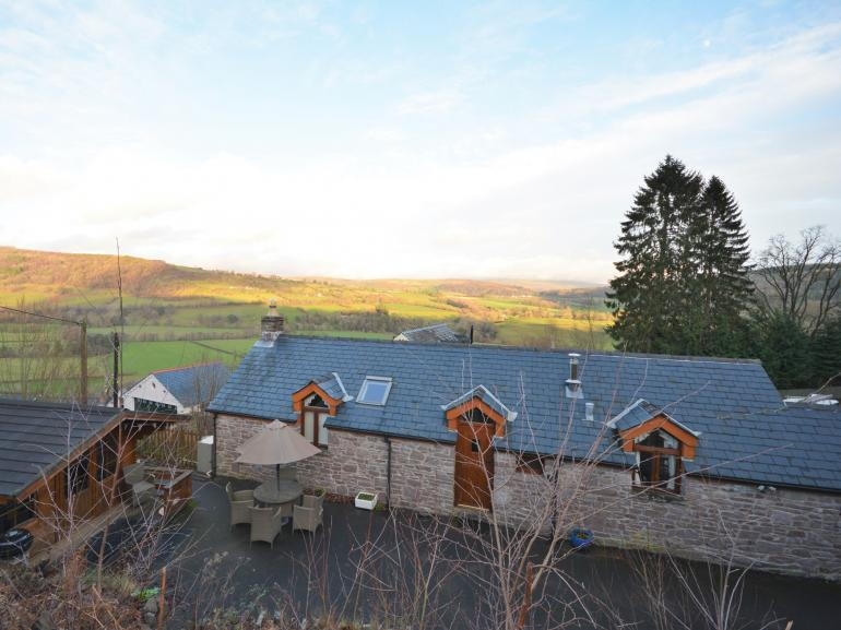 Super views surrounding the cottage and a short walk down to the pub