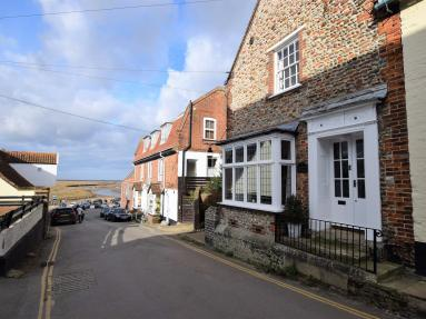 Corner And Middle Cottage - Blakeney (NCC95)
