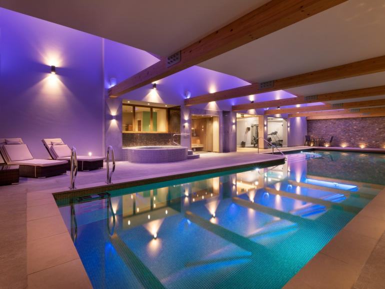 Use of the on-site exclusive swimming pool, hot tub, sauna and gym