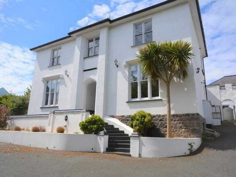 A superior first floor apartment in a once discerning gentleman's residence in Tenby