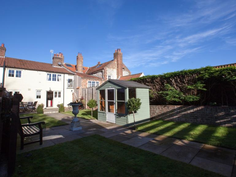 Welcome to this gorgeus cottage and fabulous South facing garden