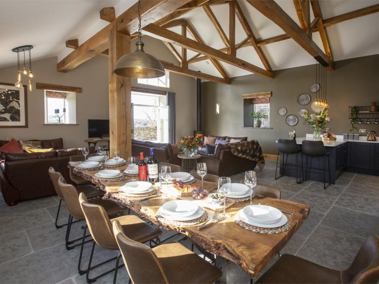 The amazing openplan living kitchen and dining area - perfect for socializing