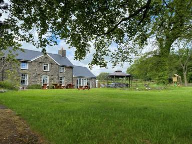 Heulwen Farmhouse (73932)