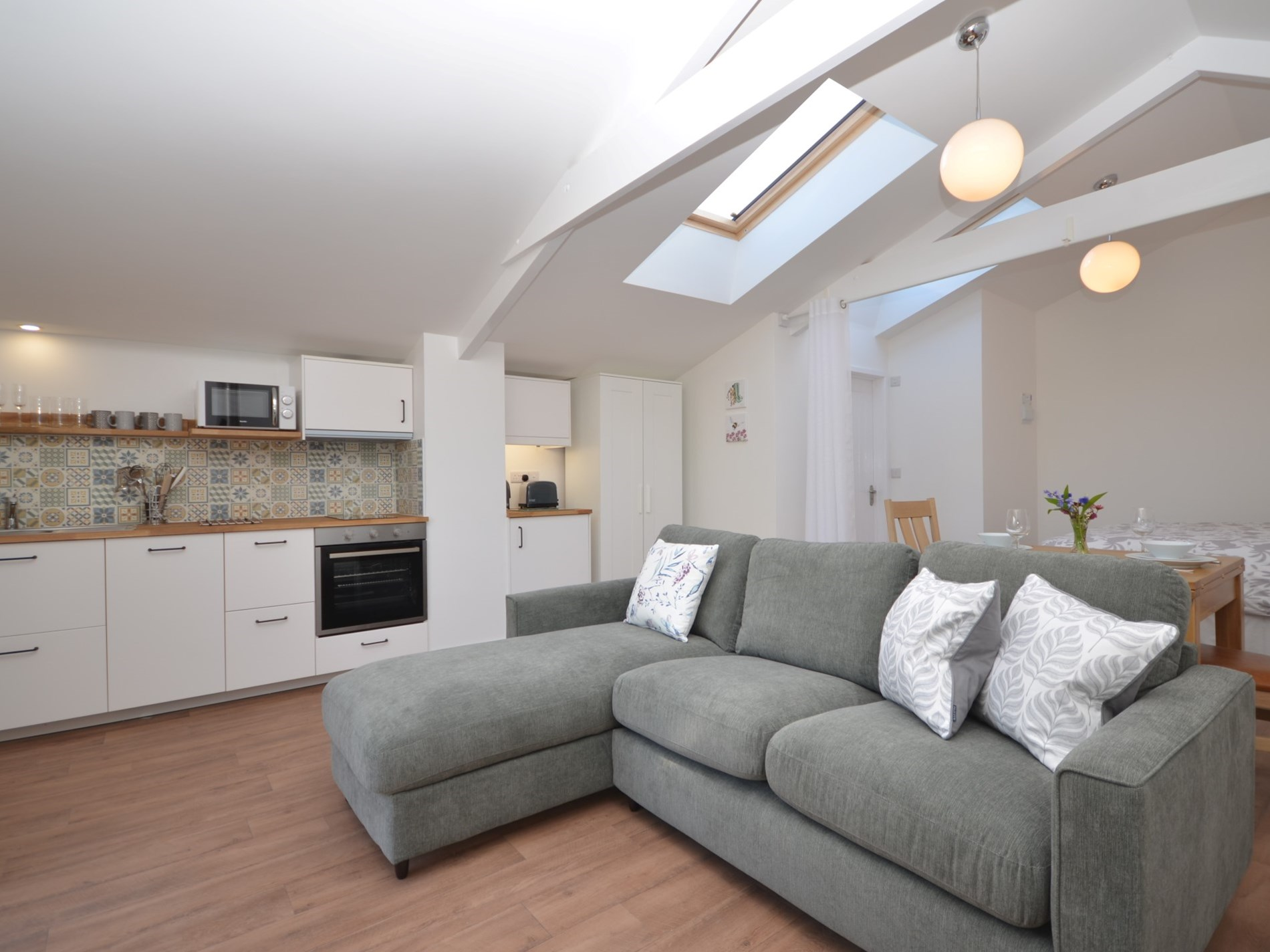 Relax in this bright and airy studio accomodation