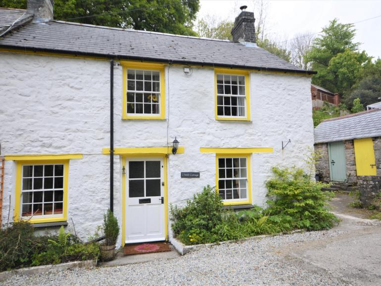 Grade II listed character cottage