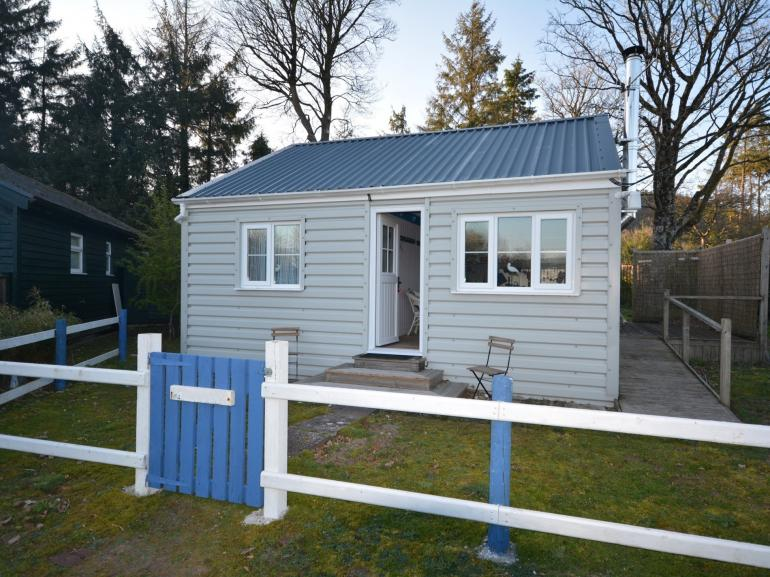 A sweet detached property right on the beach at Llansteffan