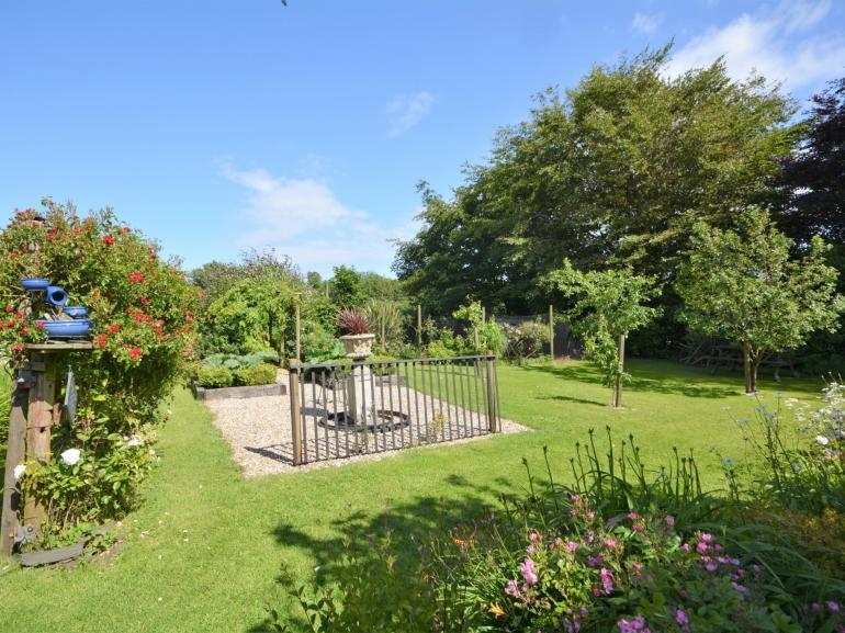 Enclosed pretty garden area