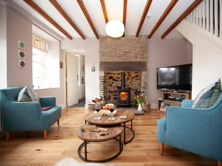 Relax in this stylish and cosy lounge