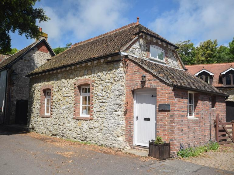 Beautiful detached three-bedroom stone cottage