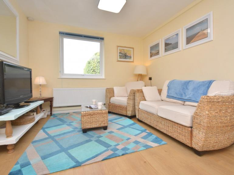 A sunny apartment within an easy walk to the beach, harbour and shops